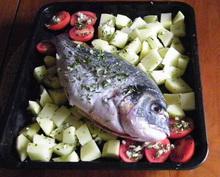 pecena riba sa krompirom i paradajzom