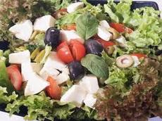 Salata od mocarele i paradajza