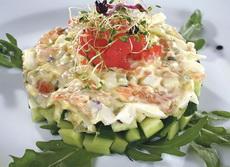 salata sa pilecim mesom pirincem i maslinama